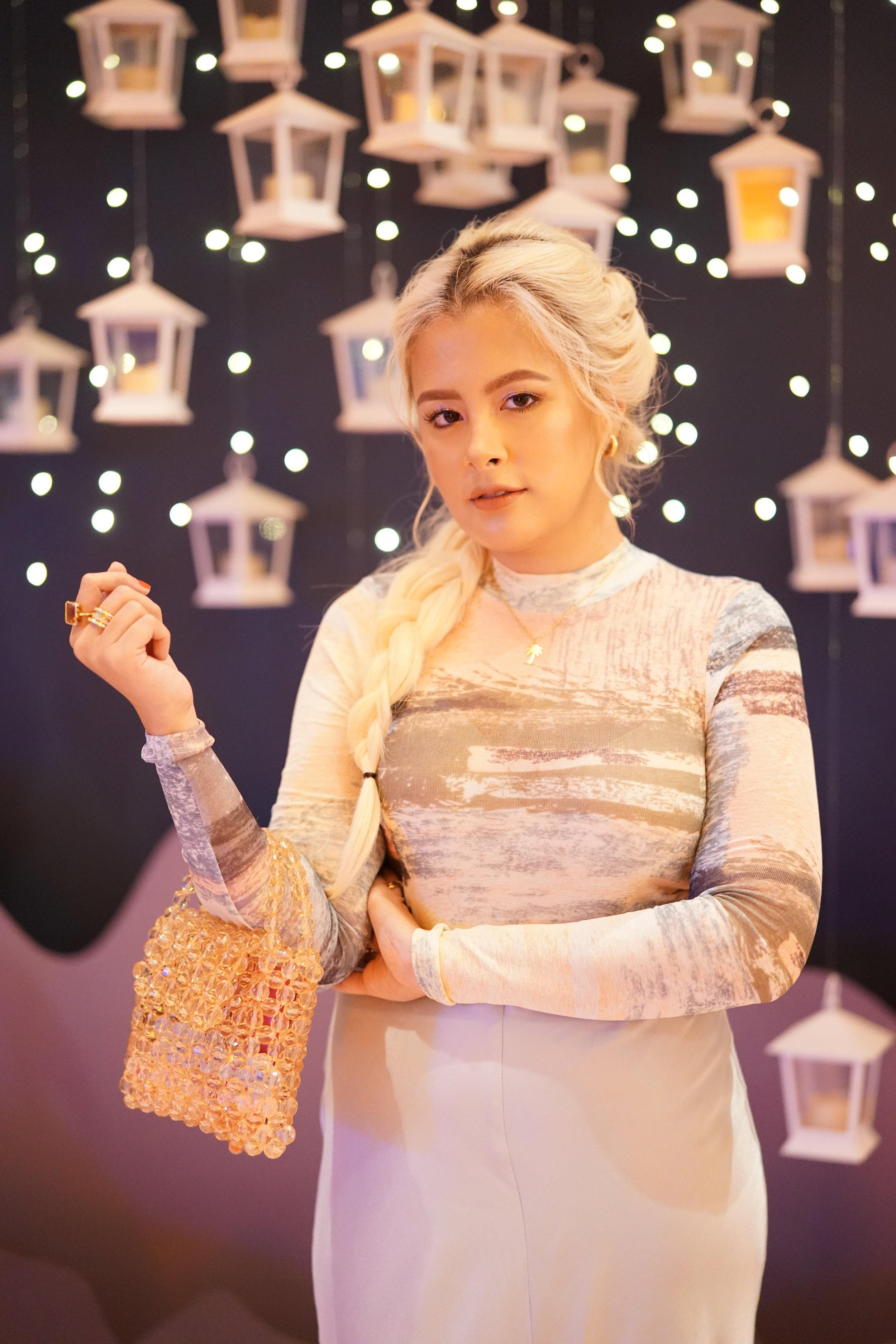 Chii Loyzaga-Gibbs as the modern day Elsa