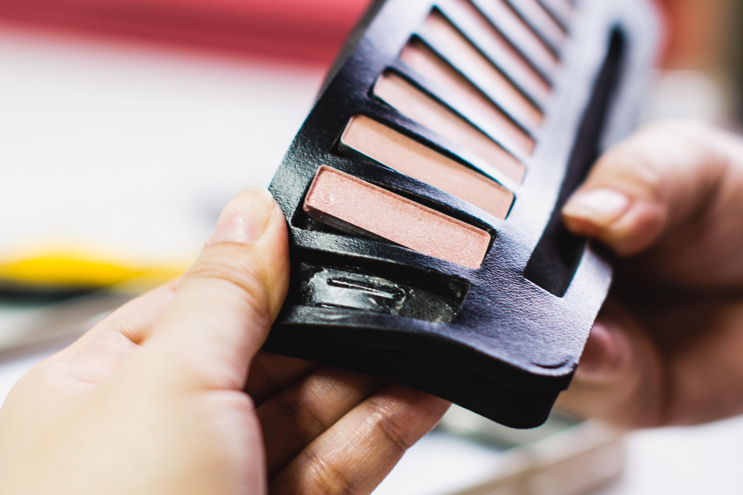 depotting-eyehadow-palette-DIY_2019-26.JPG