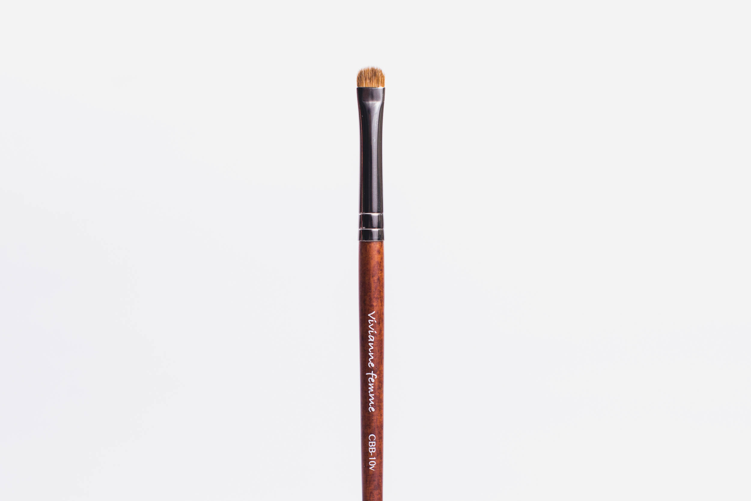 Vivianne Femme Eyeshadow Detail Brush (P495)