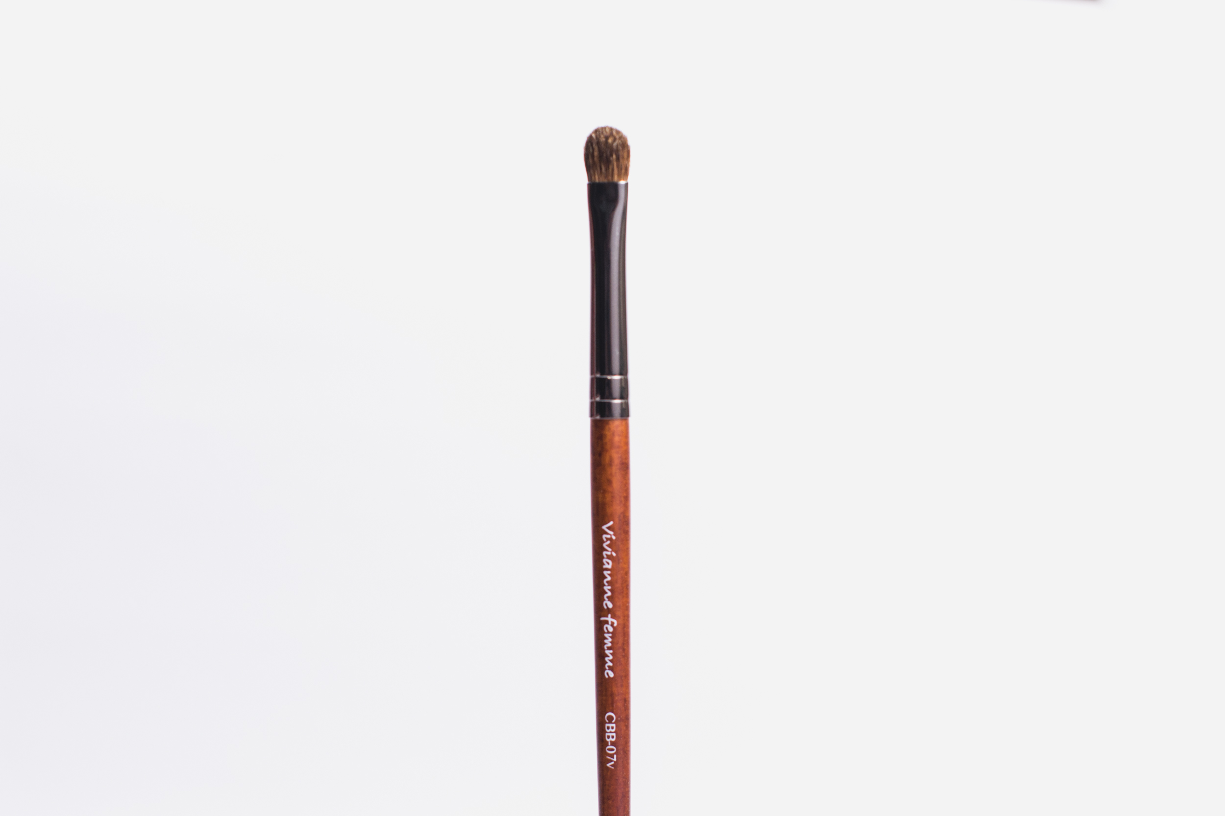 Vivianne Femme Fluffy Eyelid Detail Eyeshadow Round Brush (P375)