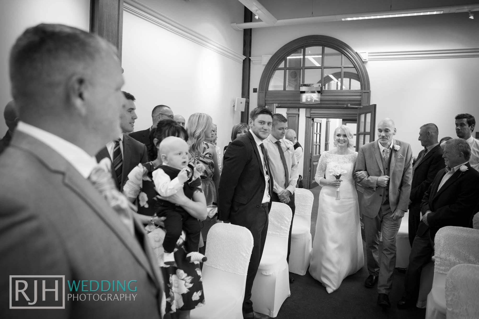 Sheffield City Hall_Ellis Wedding_229_3C2A3505.jpg