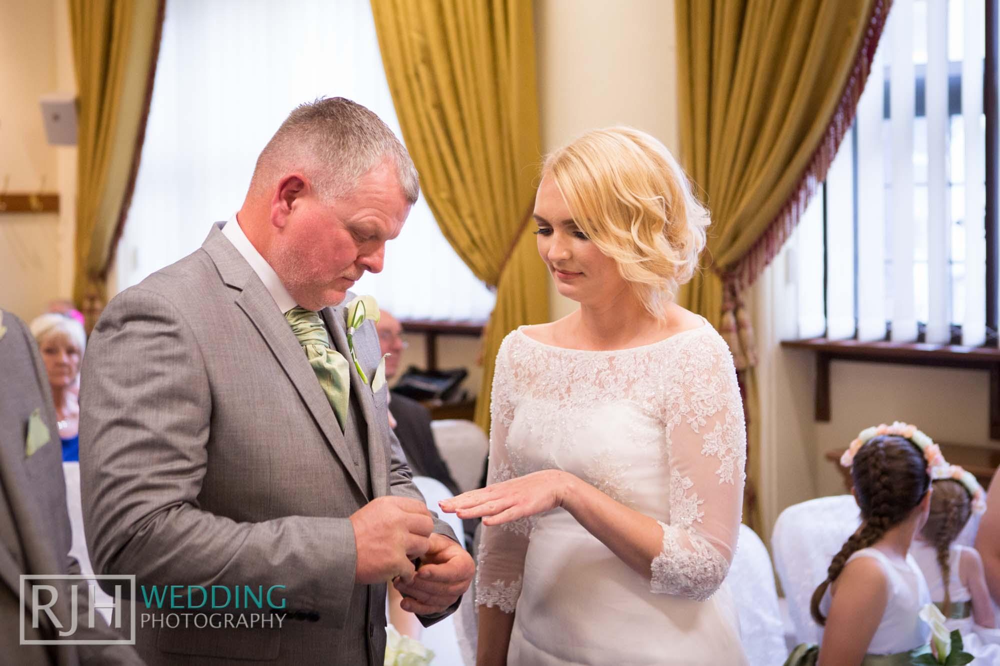 Sheffield City Hall_Ellis Wedding_244_3C2A3539.jpg