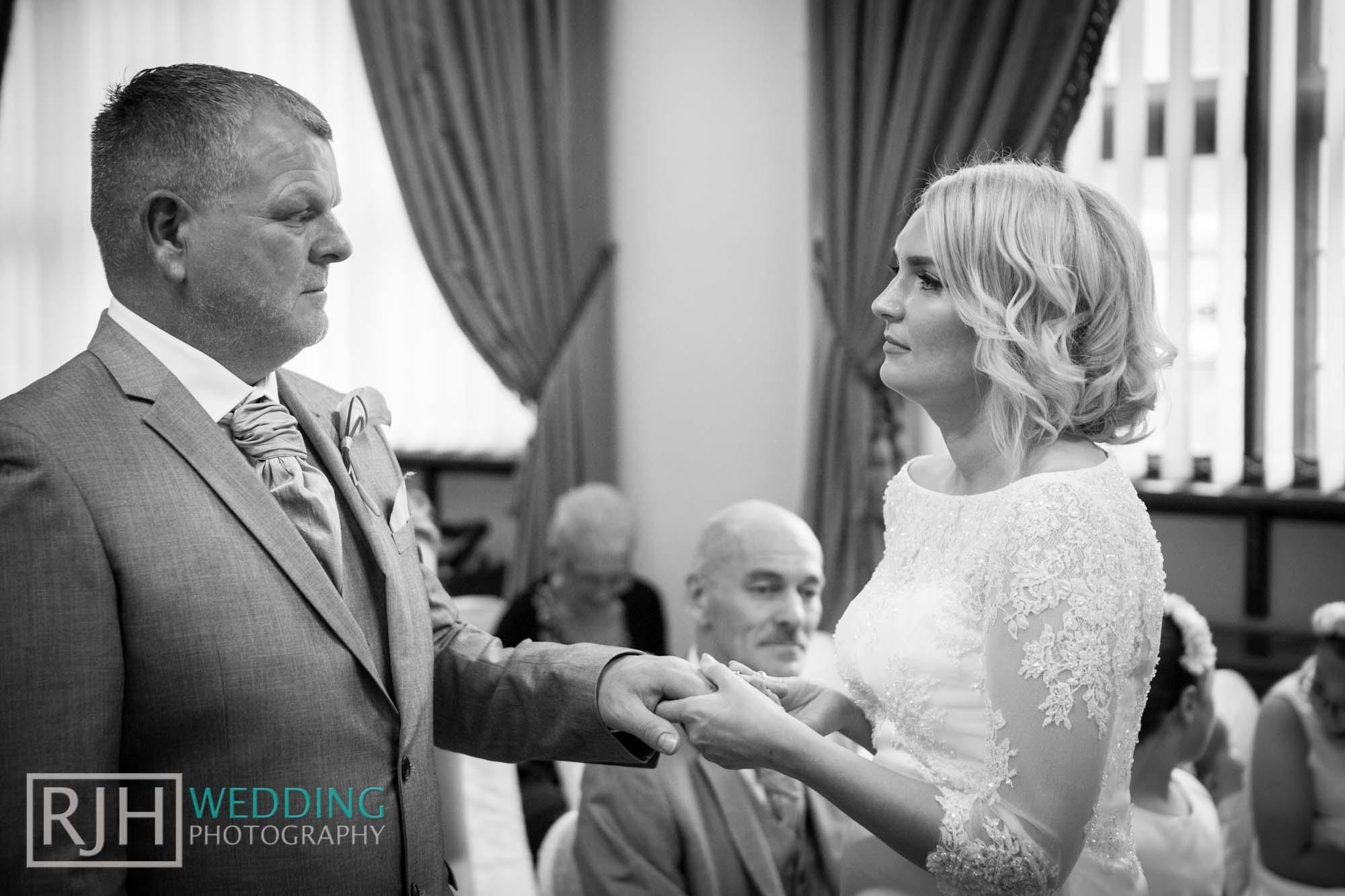 Sheffield City Hall_Ellis Wedding_250_3C2A3544.jpg