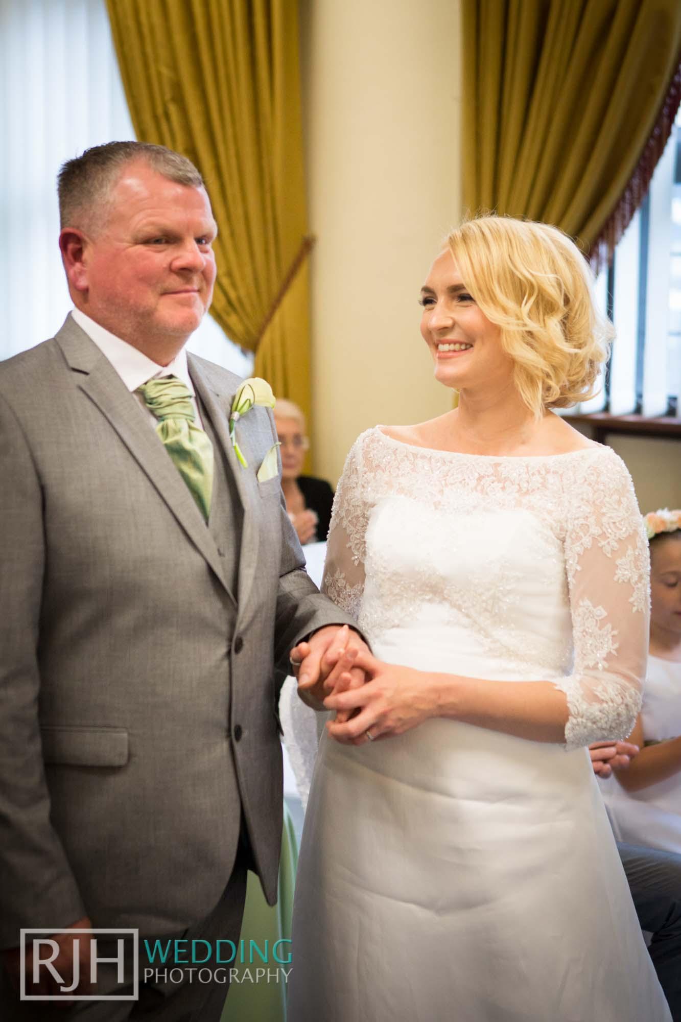 Sheffield City Hall_Ellis Wedding_254_3C2A3555.jpg