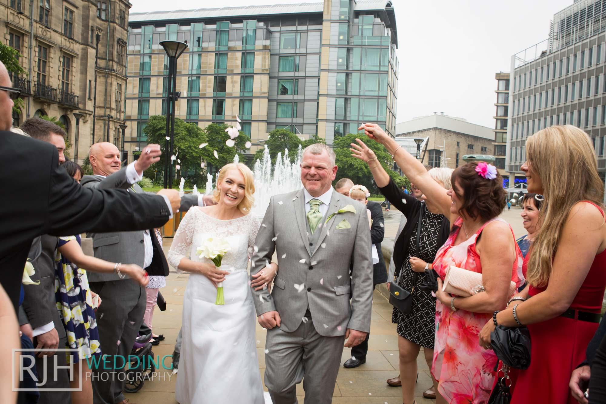 Sheffield City Hall_Ellis Wedding_313_3C2A3709.jpg