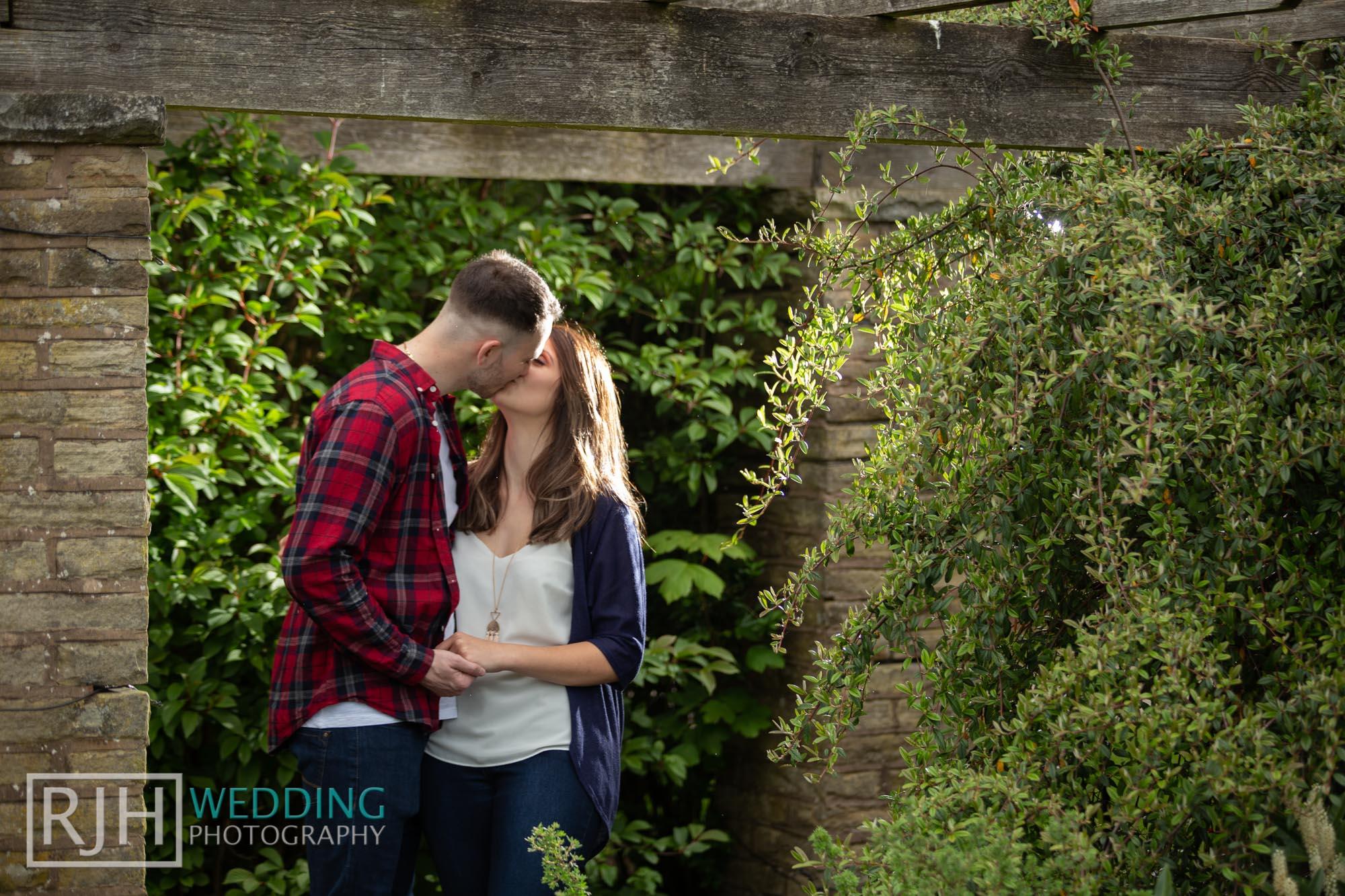 Pre-wedding photography_Abbie & Reece_Graves Park_001_IMG_1124.jpg