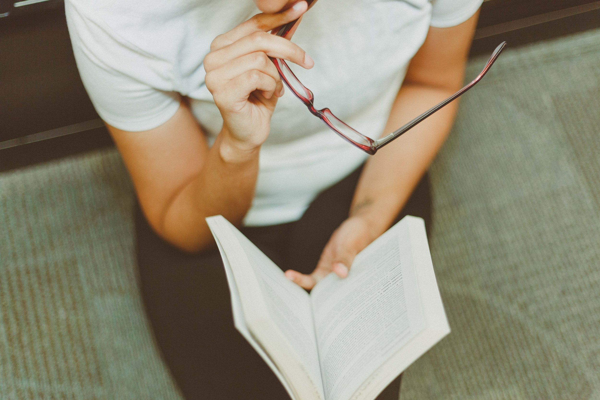 book-eyeglasses-girl-1082953.jpg