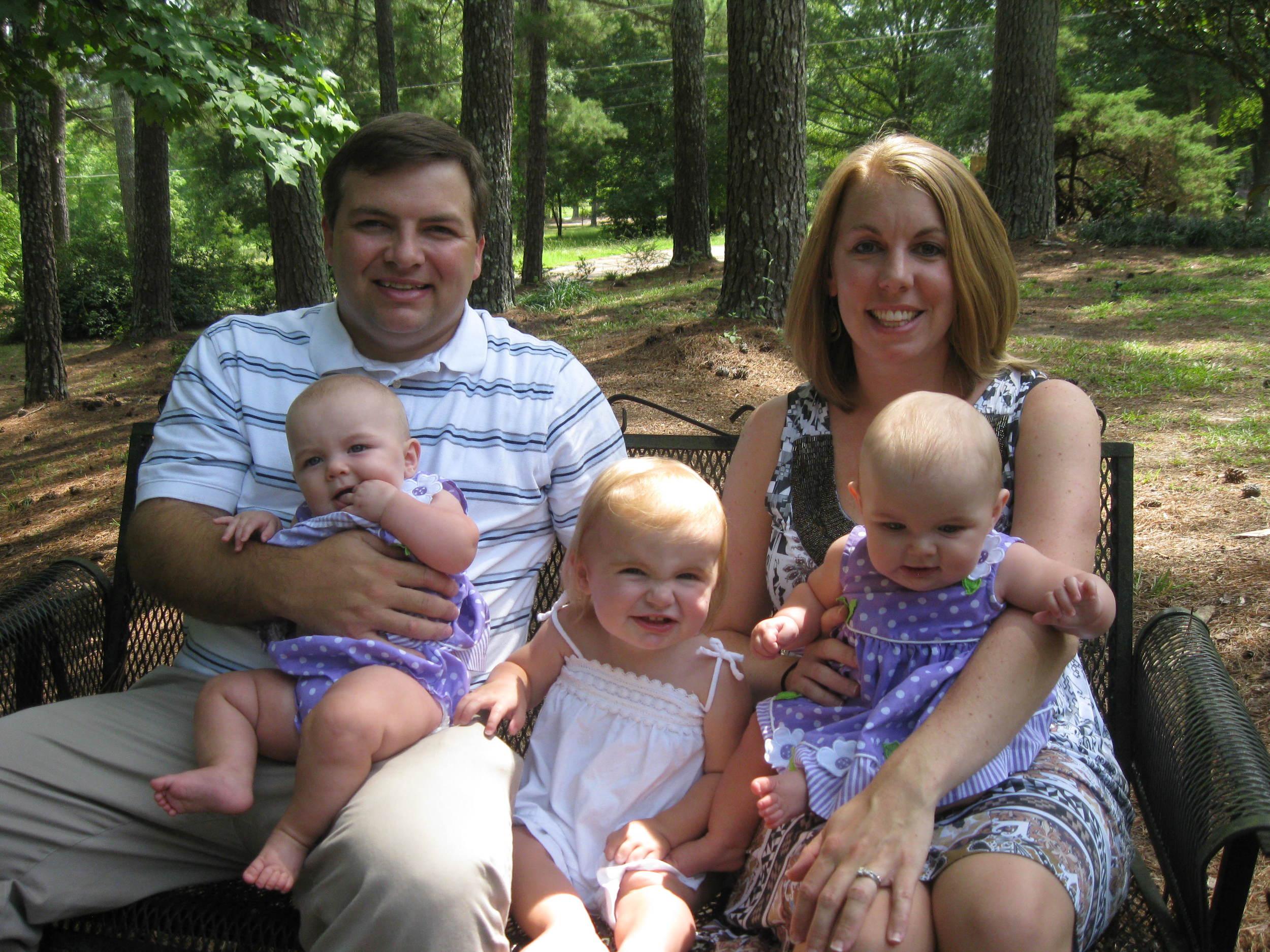 Family in Gadsden Outside_0812.JPG