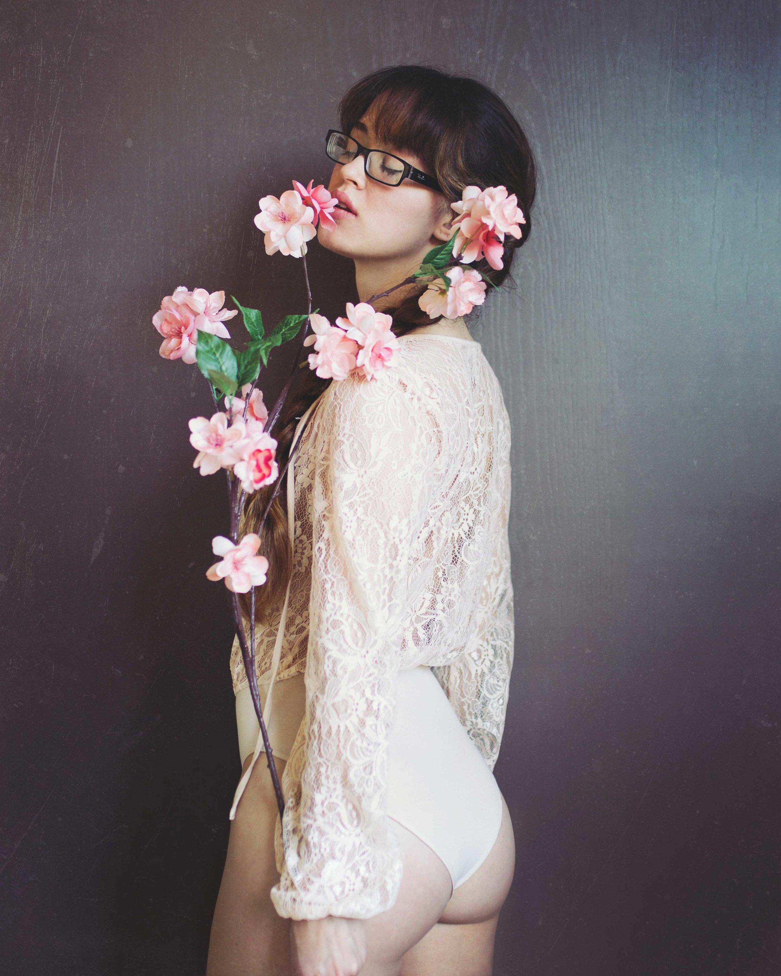classic boudoir poses fashion style