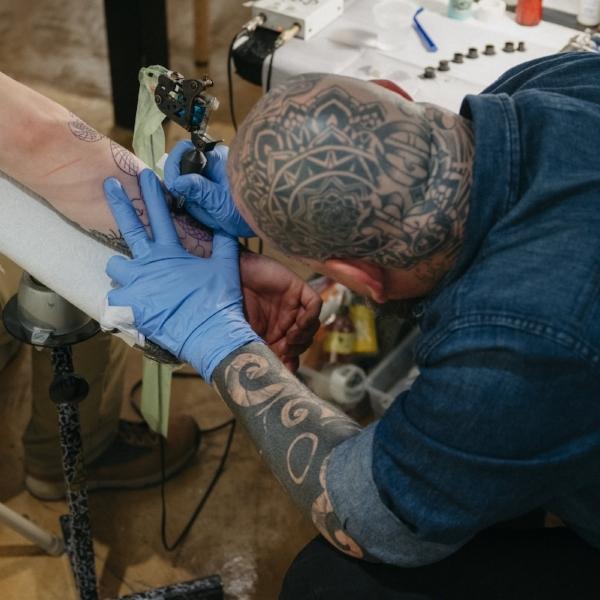 Tony Hundahl tattooing at the Walk Up Classic 3