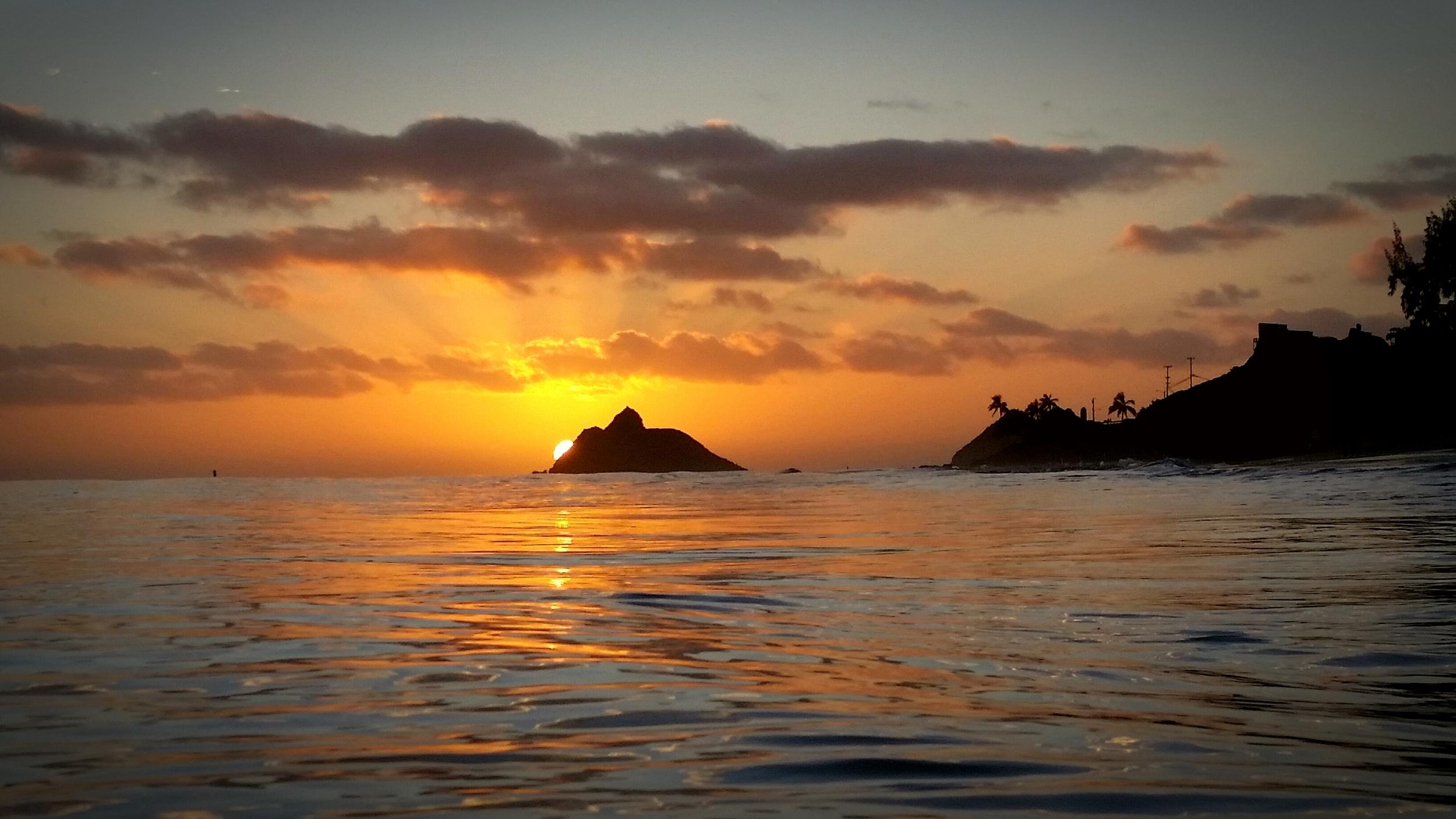 Moku Nui Sunrise.jpg