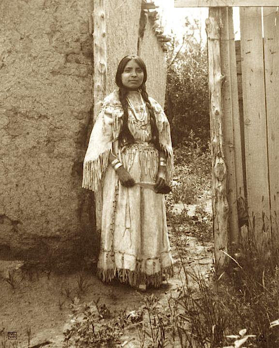 Woman in buckskin wedding dress 1914 Carl Moon.jpg