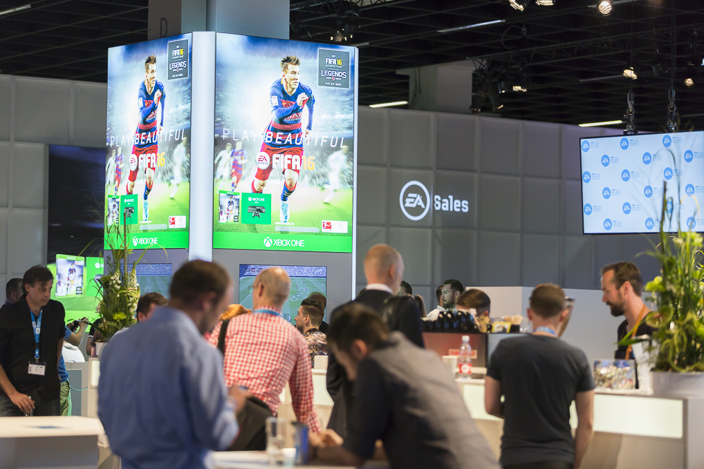 "Frameless® Column - With our in-house developed column system, bring previously unused columns at the POP in to focus. The effective design transforms existing columns into individually space saving and prominently staged models. The Example ""Fifa Adventure World"