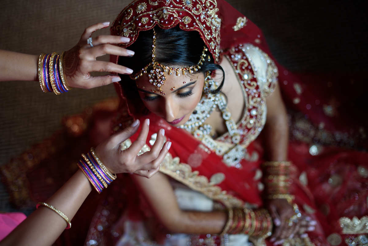 indian-traditional-dress-henna-red-gold-wedding