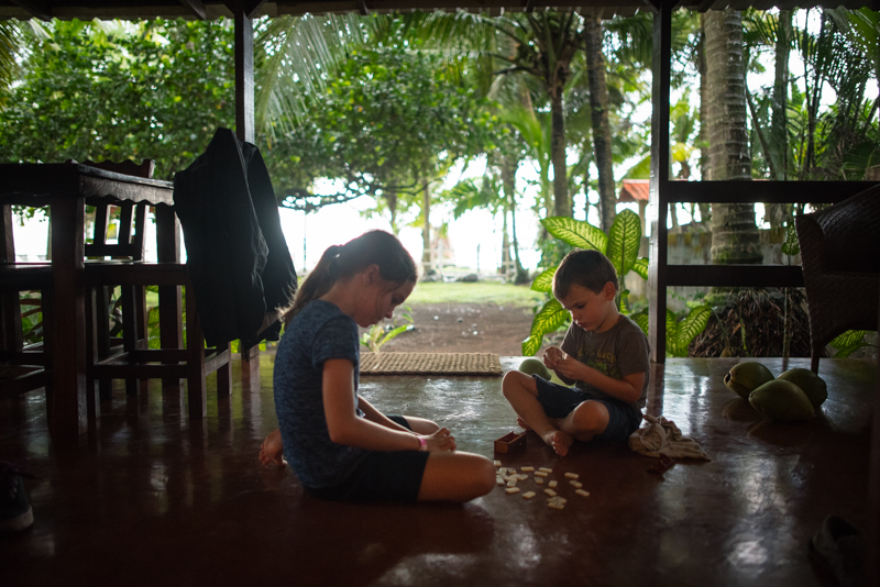costa-rica-play-time-photographer-with-kids