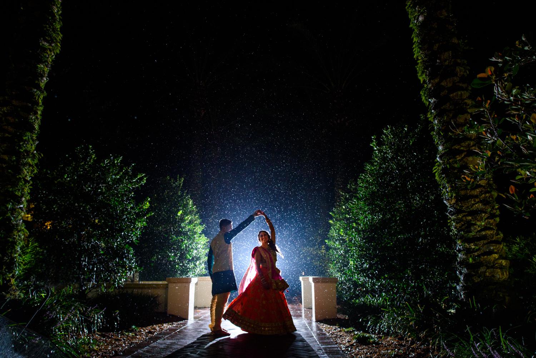 bride-groom-dance-in-the-rain