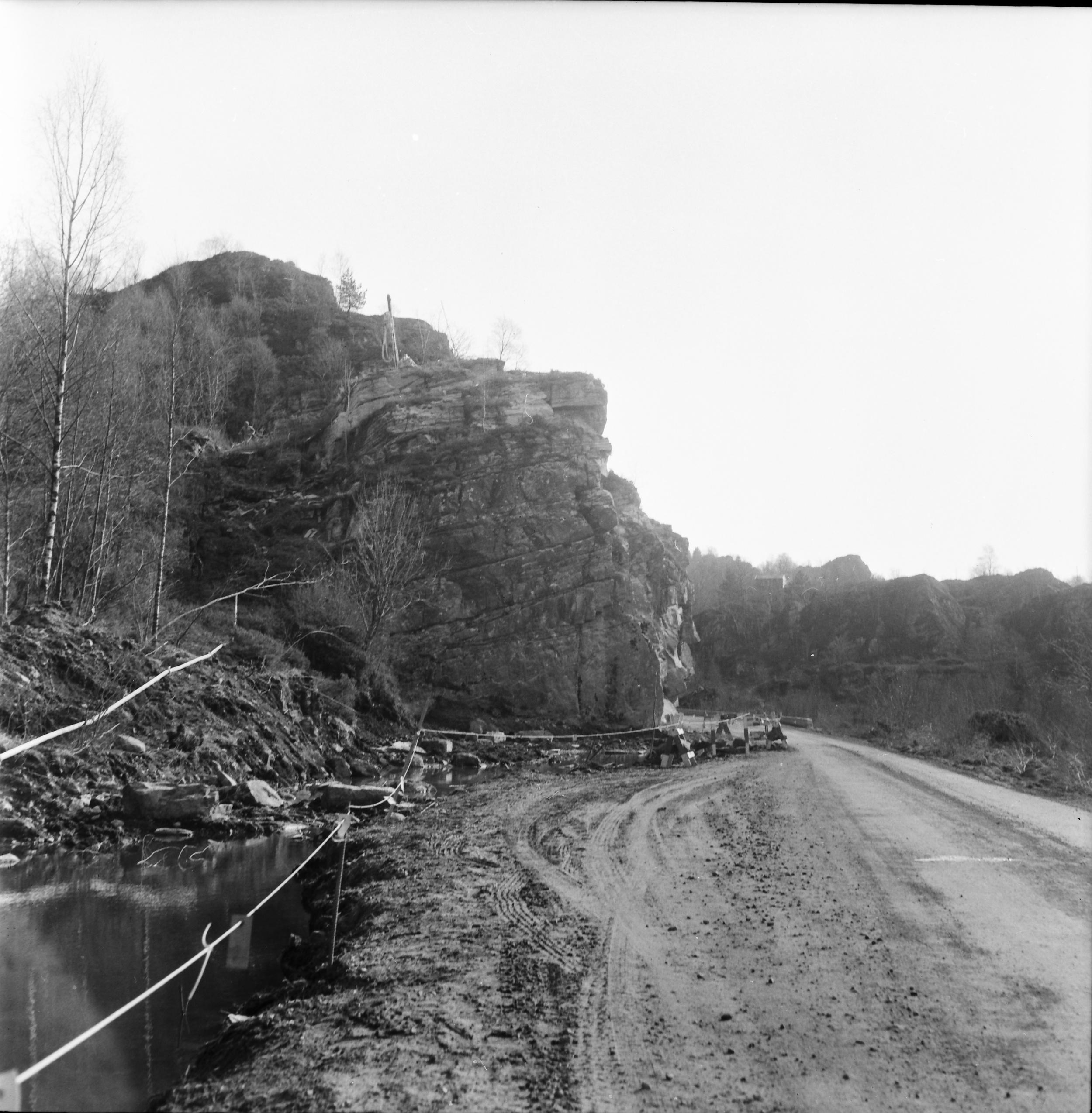 Juvikflaten med Andershilleren sett fra nord  Du finner også et bilde av Andershilleren tatt i 1940 på vår side med  Krigshistoriske bilder