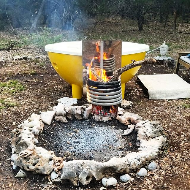 Wood fired #hottub - the best of both worlds together at last 🔥💦 ... ... #fire #heattransfer #woodfired  #naturalliving #farmlife #agoodsoak #firepit #campfire #camplife #outdoorphins #outdoorliving #aunaturale #alfi #austin #texas #hillcountry #wimberley #fall #gratitudes
