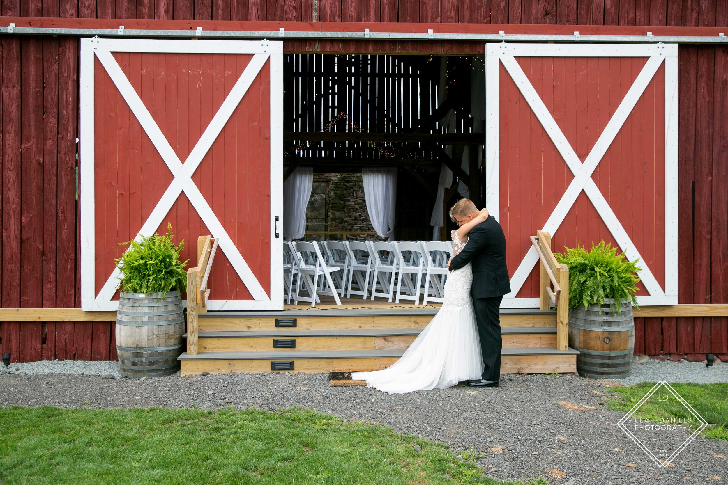Kelli + taylor Barn at Glistening Pond First Look Leah Daniels Photography