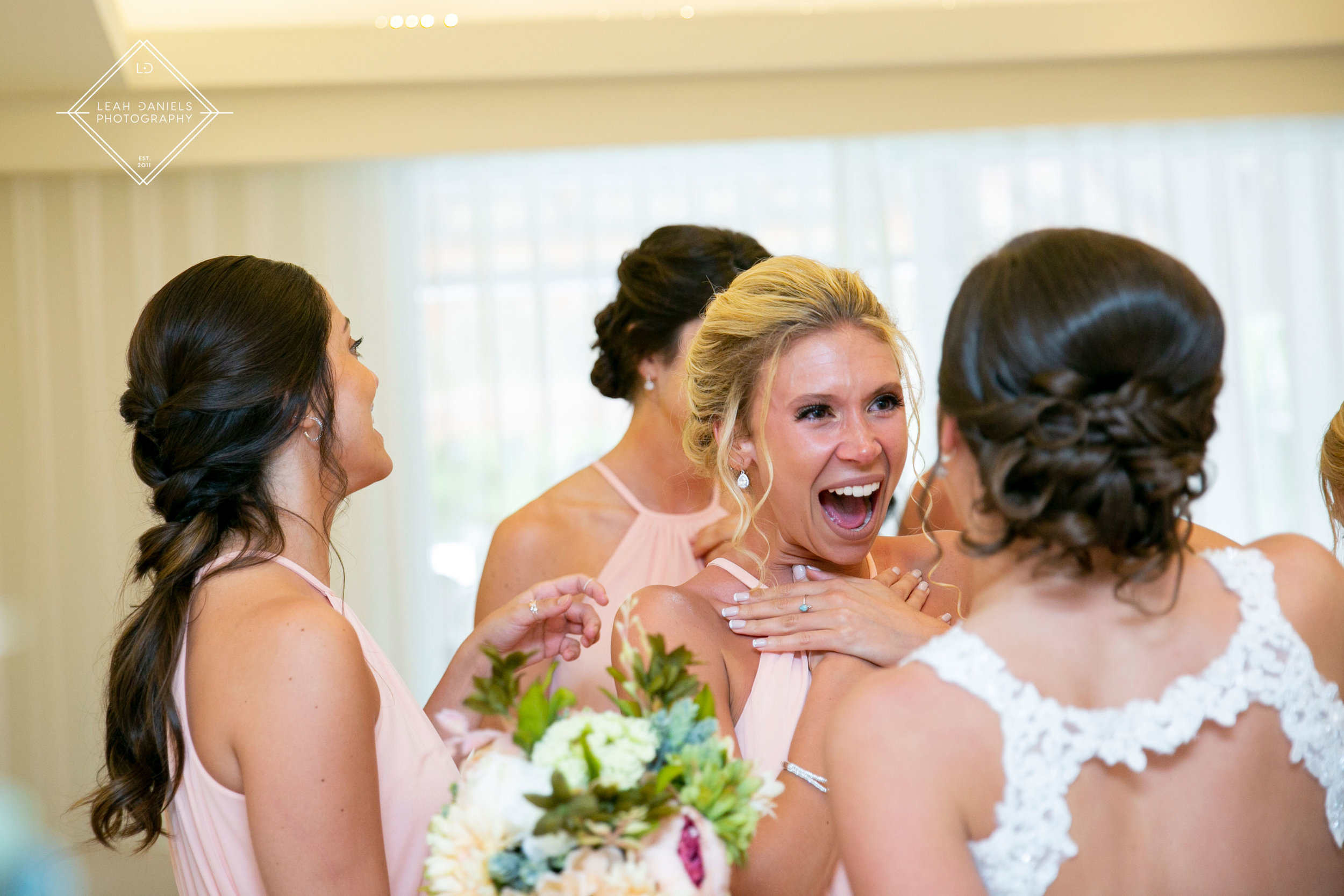 Your friends should look at you like this on your wedding day <3