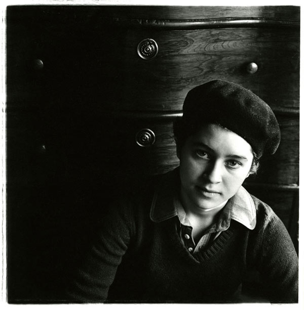 Untitled, Minneapolis (Girl in Beret), 1975 © Deborah Bell, Courtesy of  Deborah Bell Photographs, New York and Hasted Kraeutler, New York
