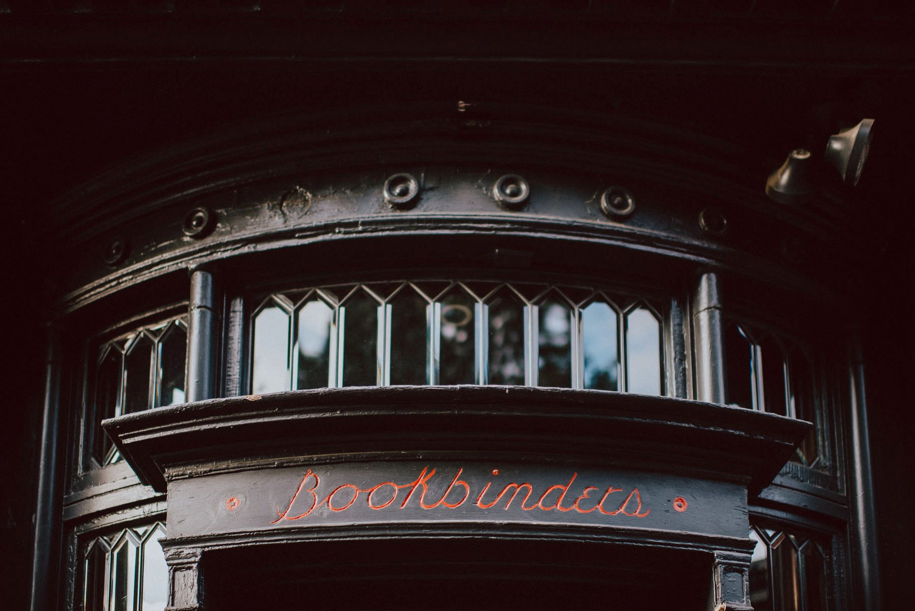 olde-bar-historic-bookbinders-wedding-168.jpg