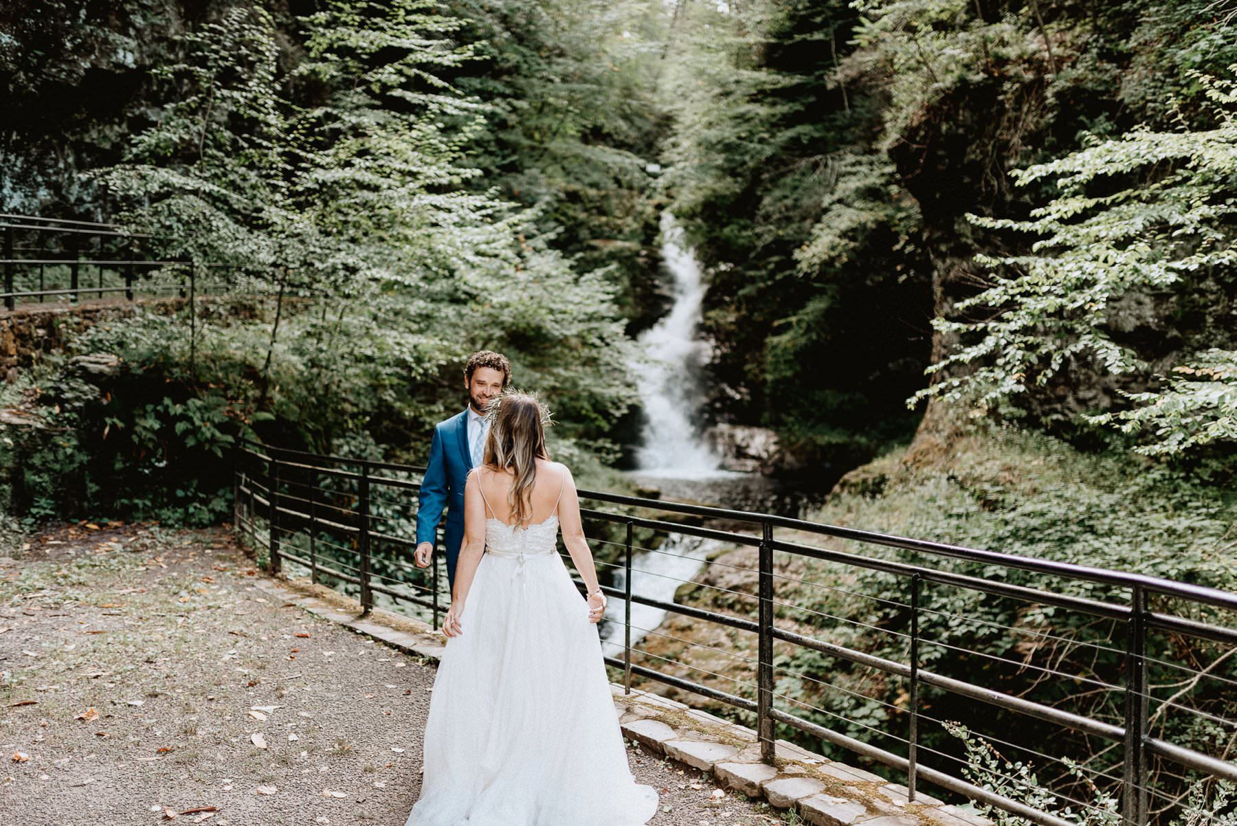 016-Tall-timber-barn-wedding-16.jpg