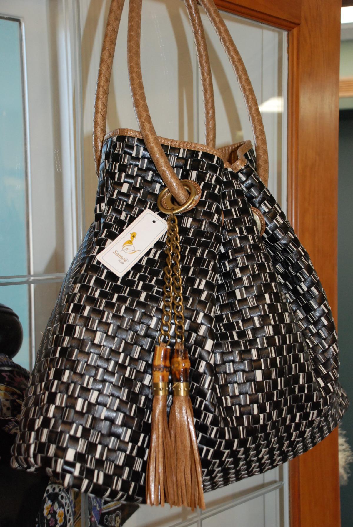 beautiful shoulder bag.jpg