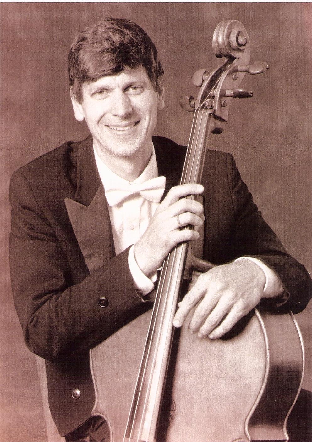 Joel Moerschel,  cello