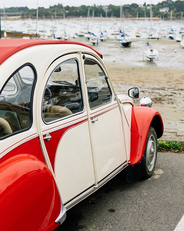 📷 a vintage Citroen 3v at the beach in Brittany, France.