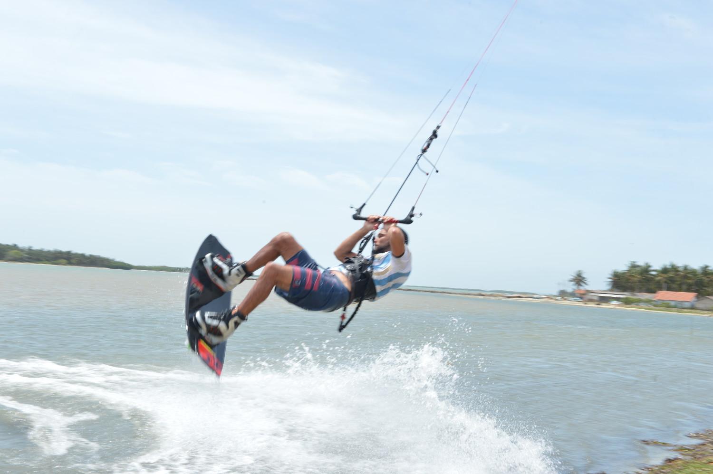 kitesurfing-in-sri-lanka.jpg