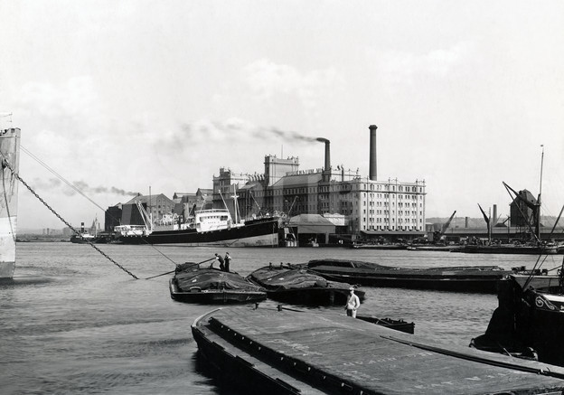 631319-london-docks-circa-1938.jpeg