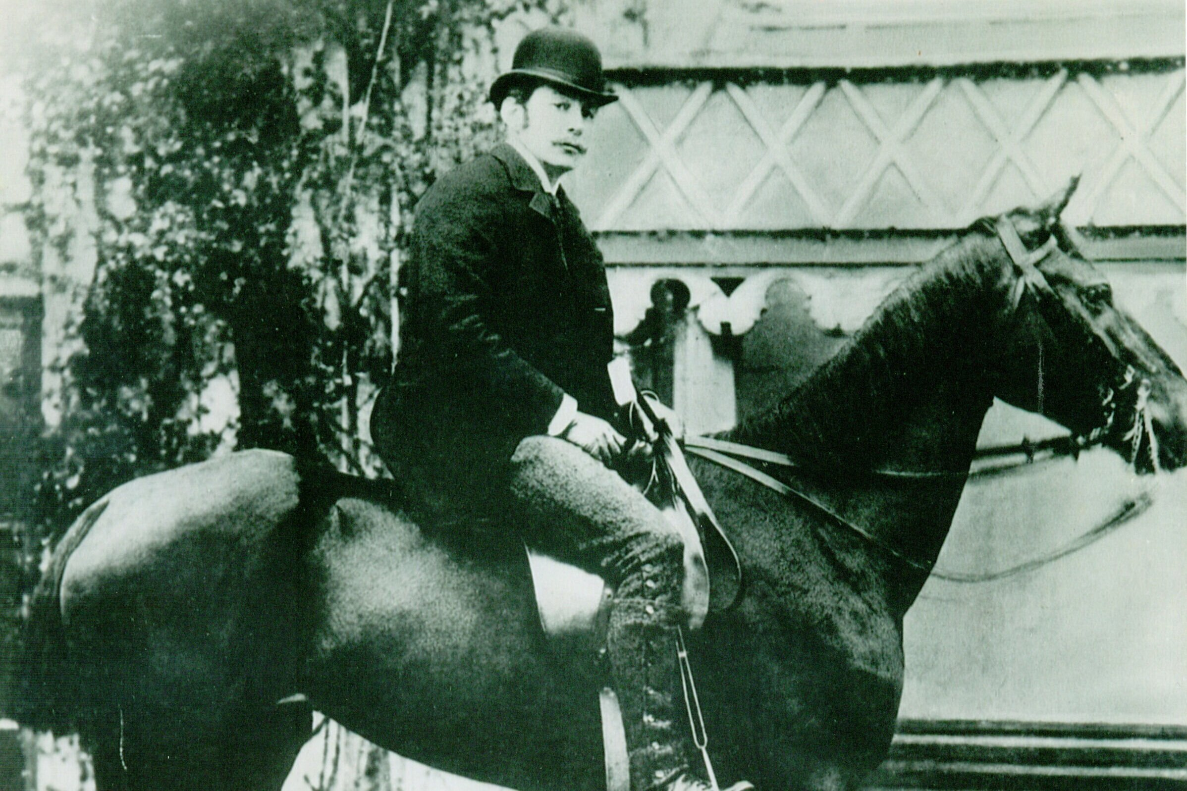 SS Robin's second owner; The Hon. Arthur C Ponsonby on his Brecon Hunt Cup winning horse 'Isabel'. C 1900