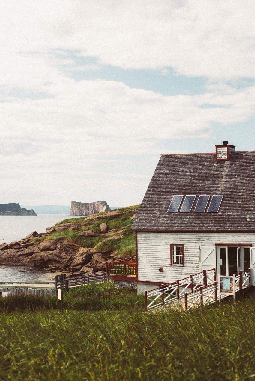 gaspesie-quebec-canada-percé-roché-percé-île-island-bonaventure-océan-bâteau-oiseaux-birds-maison