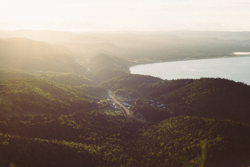 gaspesie-quebec-canada-percé-la-grande-crevasse-madame-chauvin-vue-photo-océan-mont-blanc