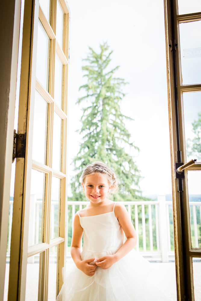 Flower girl-Traditions at the Glen