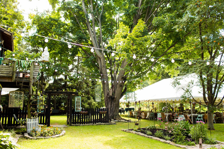 backyard Oswego NY wedding