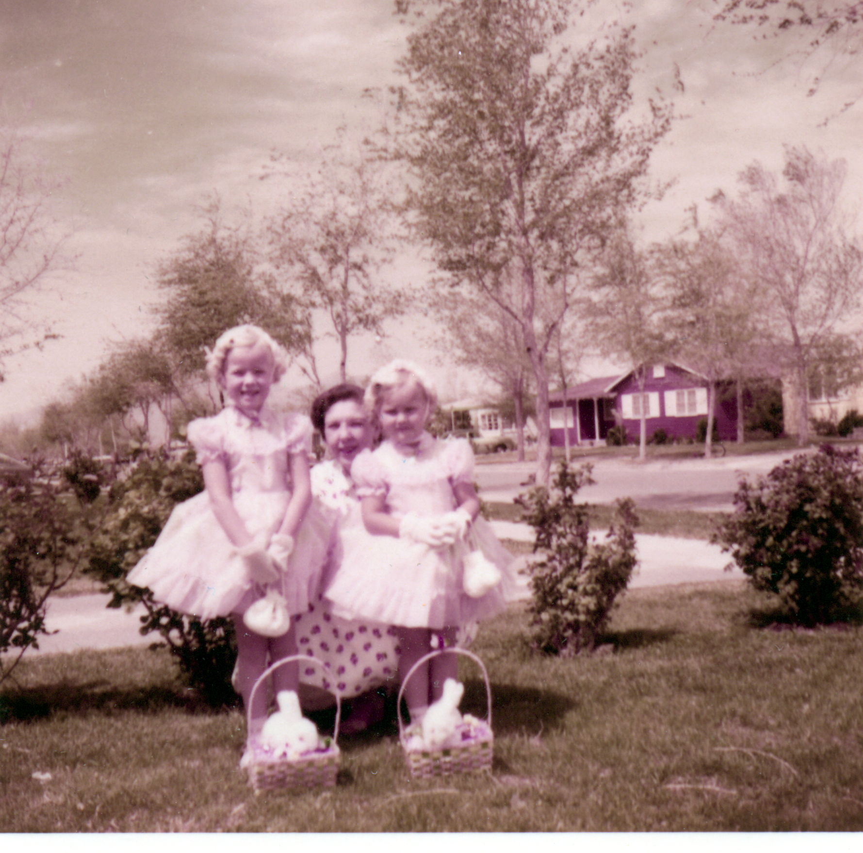 The Kingham sisters and mom