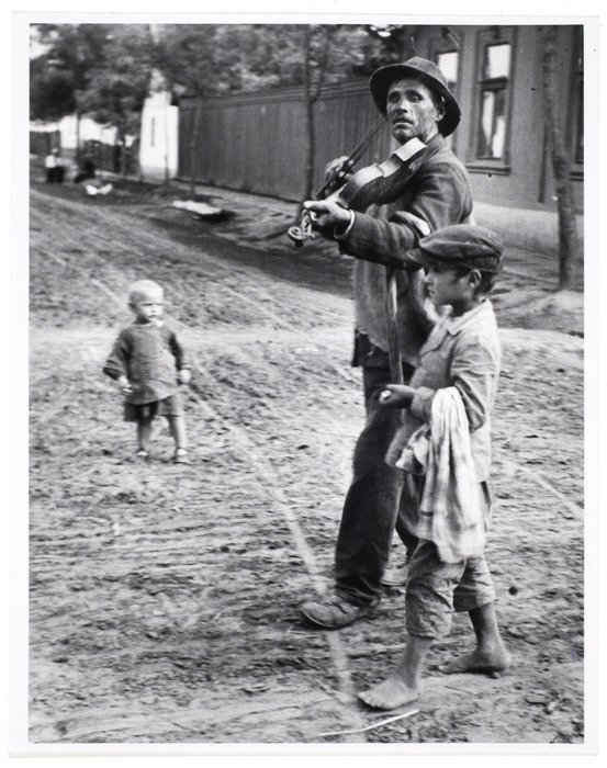 Blind musician in Hungary (1921) by André Kertész.