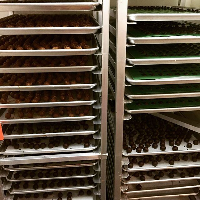 Cold room racks are filling up fast! Big #chocolate #truffle order in the works! 🎶rollin', rollin', rollin' 🎶 🙌