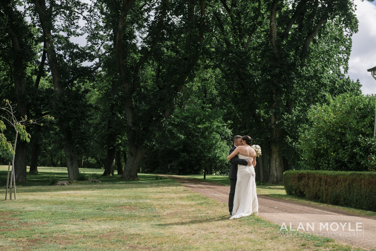 1401gray-252_wedding_tasmania_quamby_bride_groom_ideas_destination_launceston_alan_moyle_photobat_moments_story_phantom_details_bayside.jpg