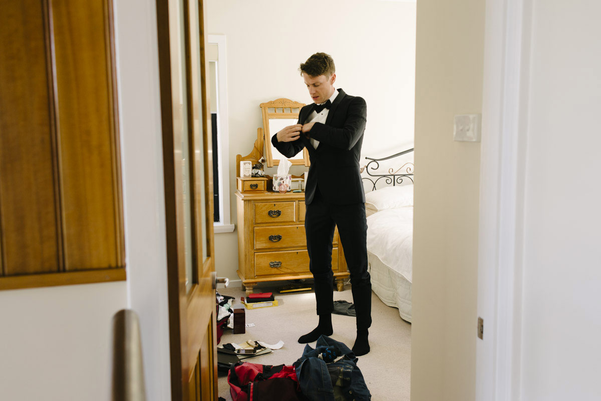 1403richter-016wedding_groom_note_hidden_armani_topman_suit_alan_moyle_photography_tasmania.jpg