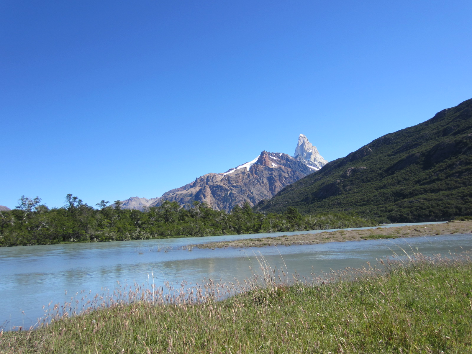 in the foreground Rio de las Vueltas with Mt Fitz Roy in the distance