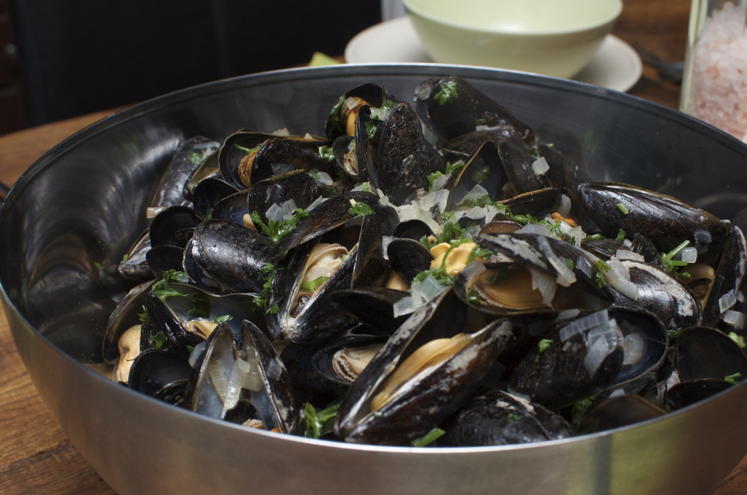 Mussels in cider and pimenton