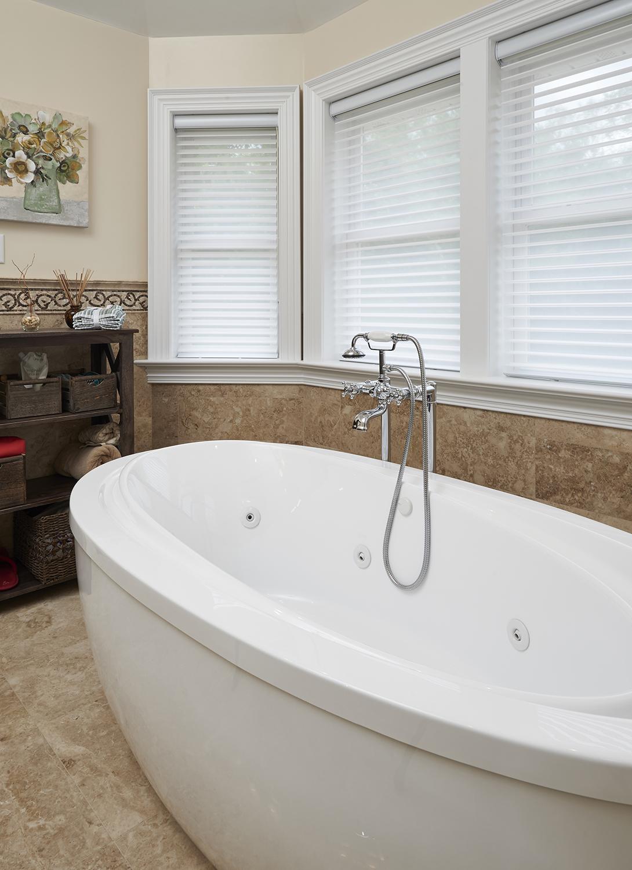 Bathroom  tub 1.jpg