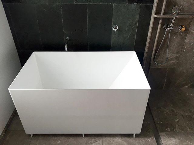 Deep Tub: a bath formed in folded steel and lacquered white. Superb work from @merchantindustries . . . #nzarchitecture #nzdesign #deeptub #soakingtub #bathroomdesign #bathroomgoals #Japanesebath