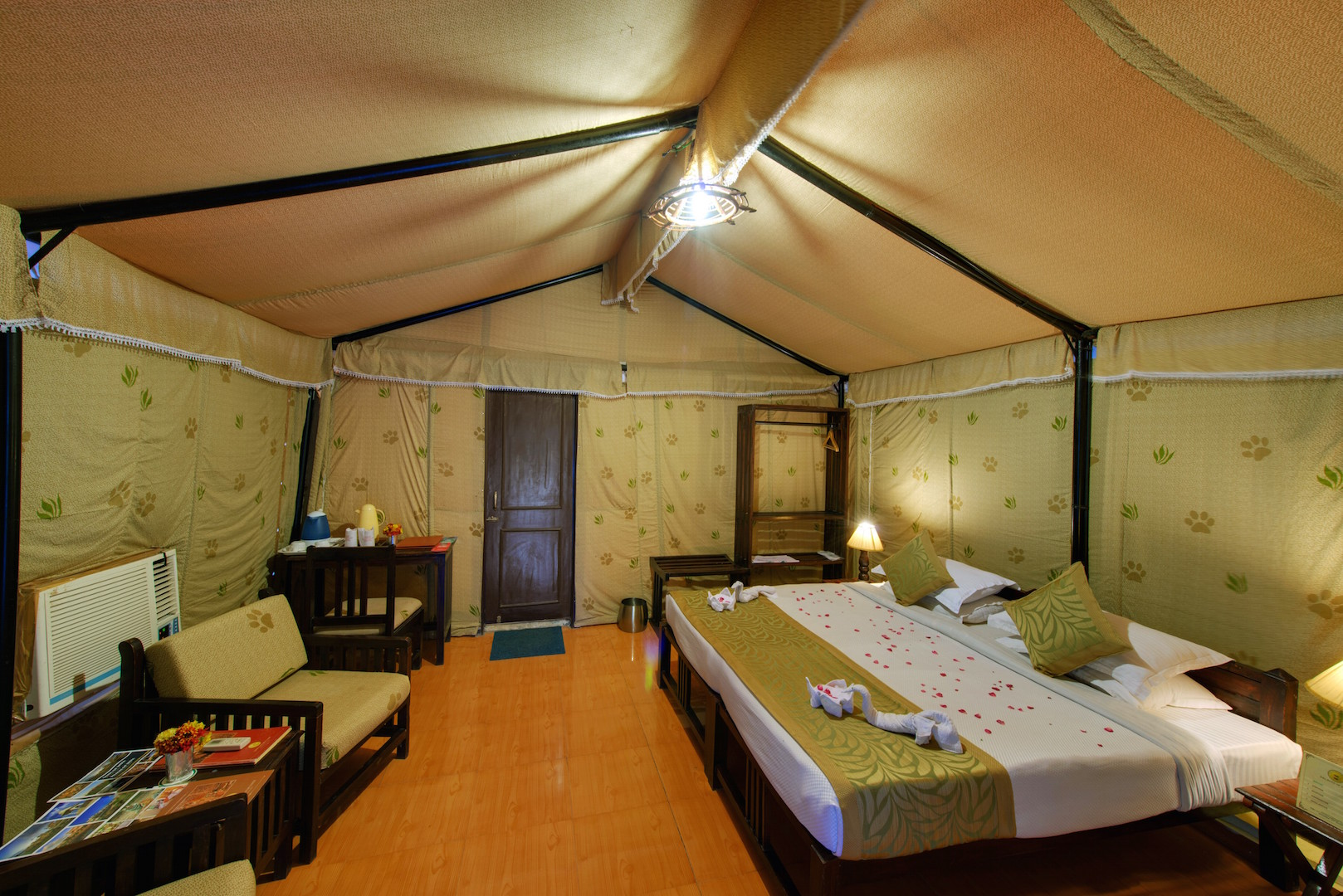 5 Camp  Interior Lion Safari Campjpg.jpg