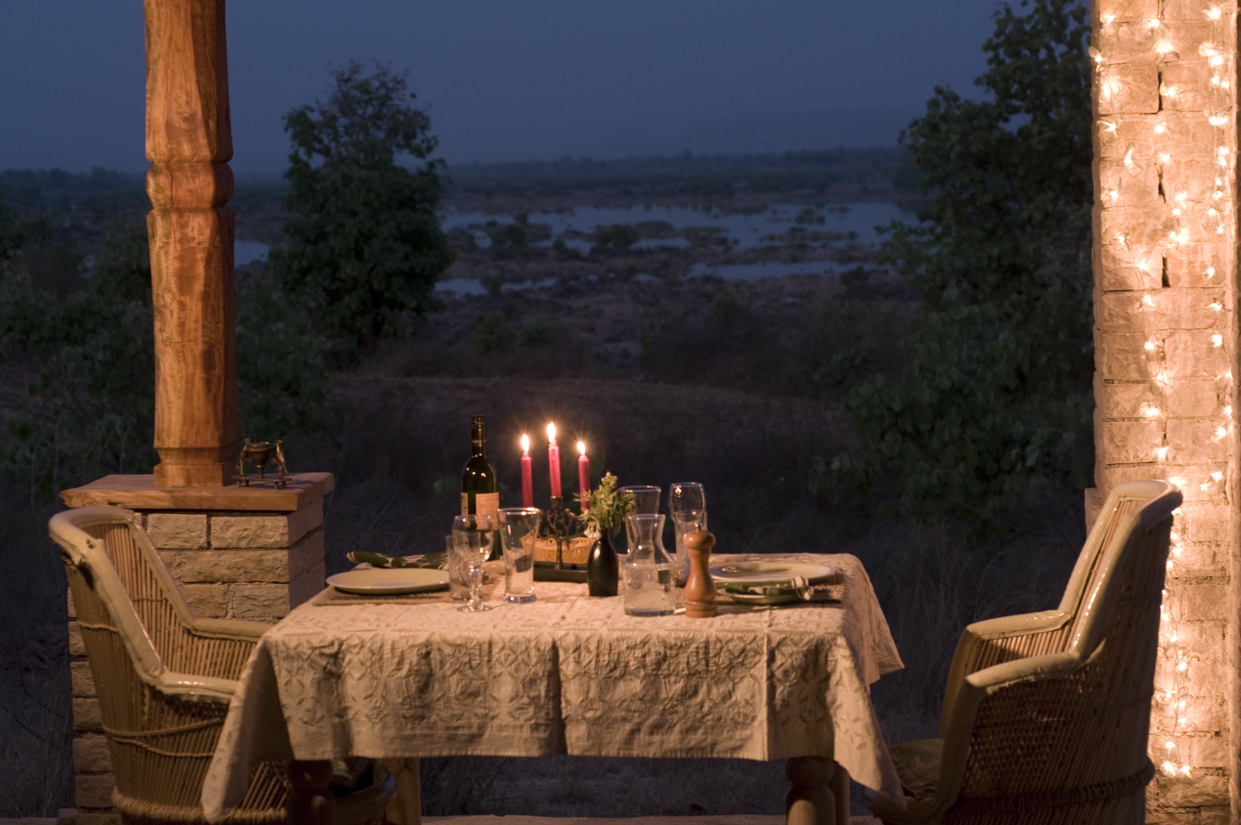 dining3234cor.jpg
