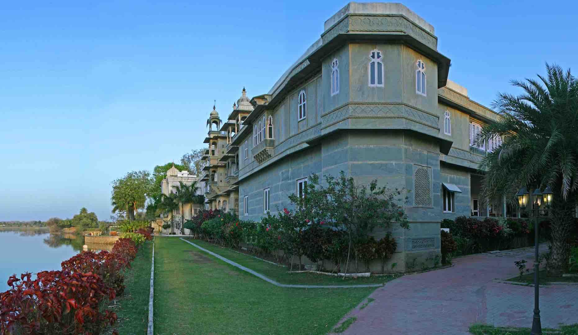 Dungarpur-UdaiBilas-Lakefront1-Panorama1.jpg