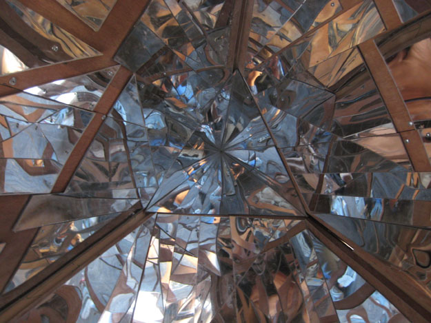Mirrored interior chamber
